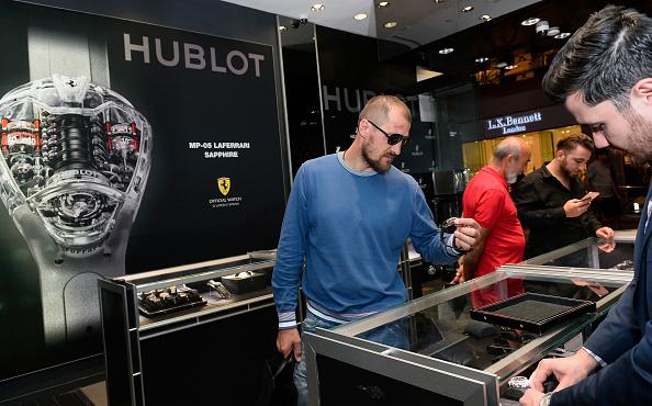 Boxer Sergey Kovalev「Hublot Brand Ambassador Sergey Kovalev Visits The Hublot Las Vegas Boutique」:写真・画像(12)[壁紙.com]