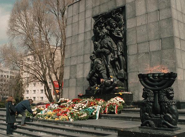 Wojtek Laski「Flowers Are Placed On The Steps Of The Warsaw Ghetto Heroes Monument By Vistors April 19...」:写真・画像(0)[壁紙.com]