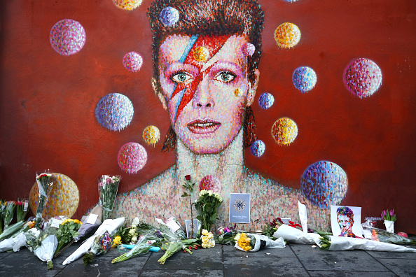 Mural「Tributes Are Made After The Death Of Music Icon David Bowie」:写真・画像(2)[壁紙.com]
