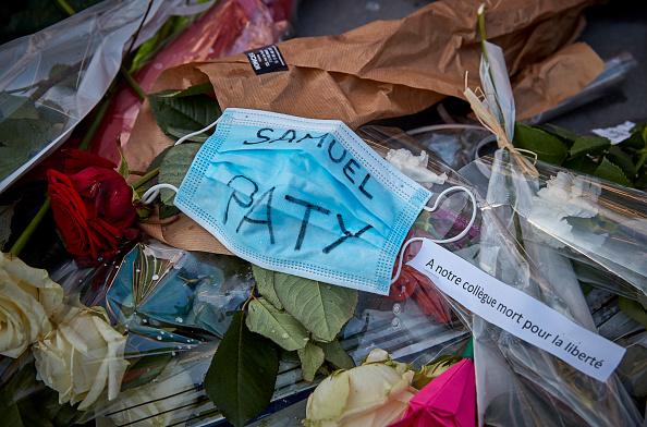 France「Anti-Terrorism Vigil Held For Beheaded Teacher」:写真・画像(5)[壁紙.com]