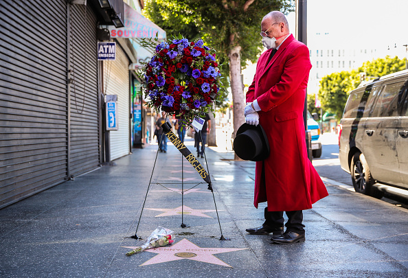 Hollywood - California「Flowers Placed On The Hollywood Walk Of Fame Star Of Kenny Rogers」:写真・画像(11)[壁紙.com]