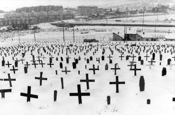 Kevin Winter「Graves At Sarajevo」:写真・画像(14)[壁紙.com]