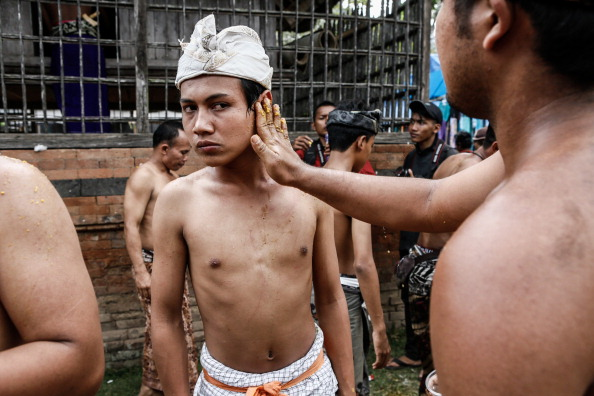 Recovery「Ancient Pandanus War Ritual Held In Balinese Village」:写真・画像(4)[壁紙.com]