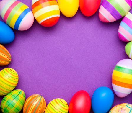 Easter「Colored Painted easter egg on purple background」:スマホ壁紙(3)