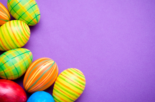 Easter「Colored Painted easter egg on purple background」:スマホ壁紙(6)