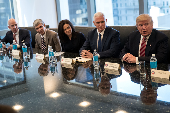 シリコンバレー「Trump Holds Summit With Technology Industry Leaders」:写真・画像(17)[壁紙.com]