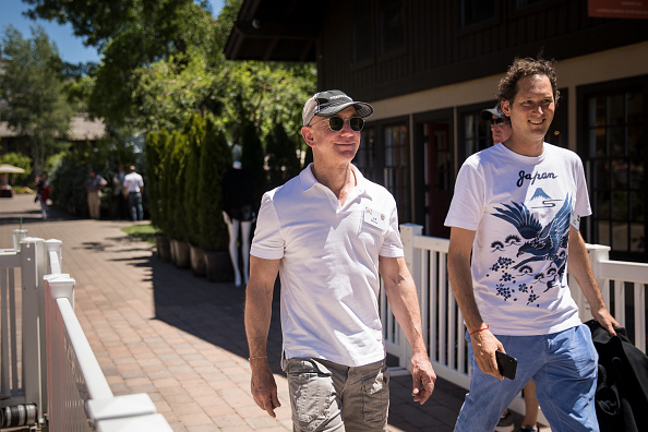 Drew Angerer「Annual Allen And Co. Meeting In Sun Valley Draws CEO's And Business Leaders To The Mountain Resort Town」:写真・画像(11)[壁紙.com]