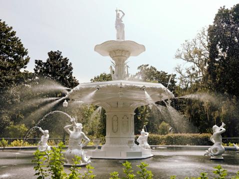 Spraying「Center fountain at Forsyth Park」:スマホ壁紙(11)