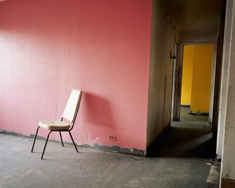 Squatter「Chair in empty room」:スマホ壁紙(16)