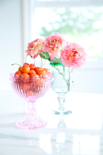 flower「Cherries in a glass and roses in vase」:スマホ壁紙(17)