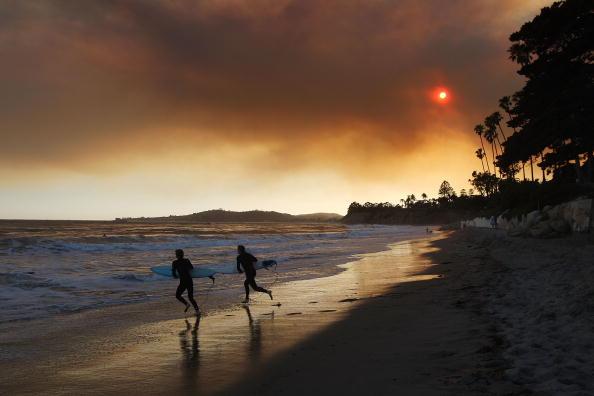 カリフォルニア州「Early Season Wildfire Threatens Santa Barbara」:写真・画像(15)[壁紙.com]