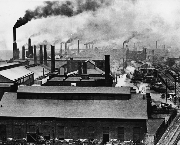 Chimney「Rooftops And Smokestacks Of Factories」:写真・画像(6)[壁紙.com]