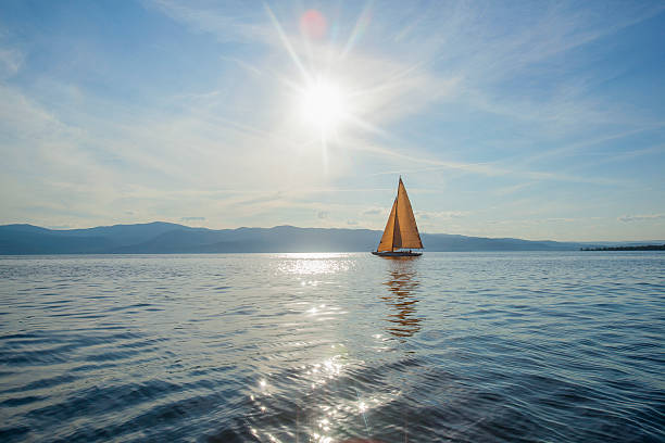 USA, Montana, Flathead Lake, Tranquil scene with sailboat:スマホ壁紙(壁紙.com)