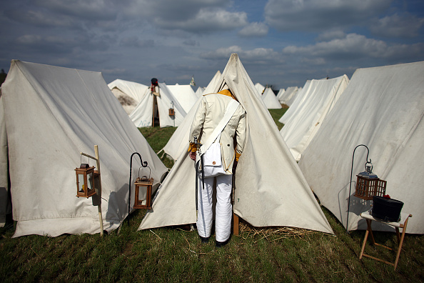 Camping「Reenactors Prepare To Commemorate The 200th Anniversary Of The Battle Of Waterloo」:写真・画像(13)[壁紙.com]