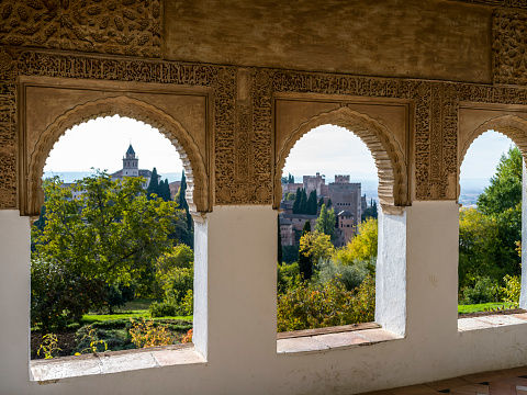 UNESCO「Ornate detail on an interior wall facade with a view of the Alhambra」:スマホ壁紙(17)