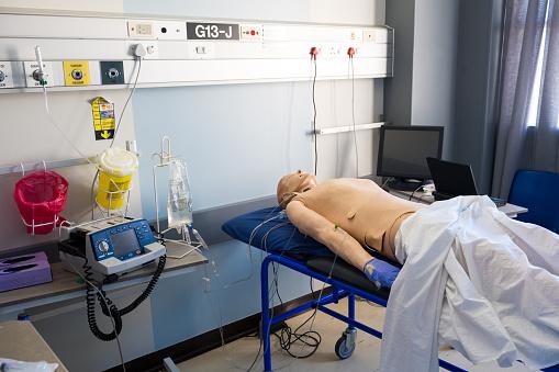 Education Training Class「Test dummy on hospital bed in ward」:スマホ壁紙(19)