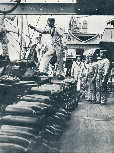 Sailor「Receiving shells for the naval guns on the deck of a battleship, c1914.」:写真・画像(14)[壁紙.com]