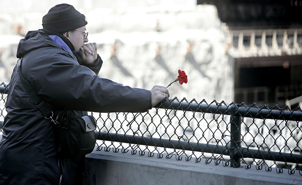 Mourning「13 Years After First WTC Bombing, Only Ground Zero Remains」:写真・画像(1)[壁紙.com]