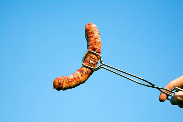 Man holding sausage with gripper:スマホ壁紙(壁紙.com)