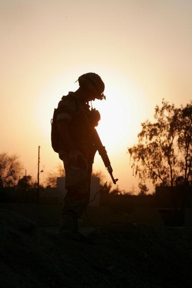 Silhouette「Iraqi Soldiers Search An Apartment Complex in Fallujah」:写真・画像(15)[壁紙.com]