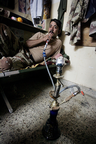 Mid Adult「Iraqi Soldiers Help Provide Security In Fallujah」:写真・画像(12)[壁紙.com]