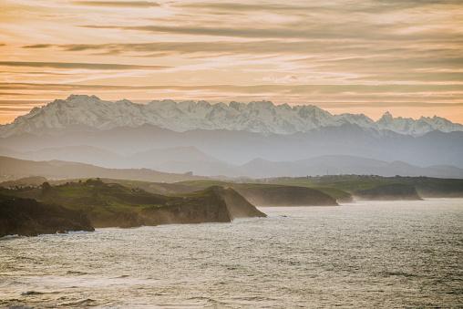 Cantabria「Cantabria, Spain - Picos de Europa mountain range as seen from the coastside」:スマホ壁紙(10)