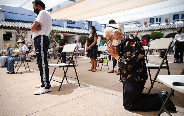 Religion「Oldest Catholic Church In Los Angeles Celebrates Mass Outdoors Due To Covid-19 Restrictions」:写真・画像(14)[壁紙.com]