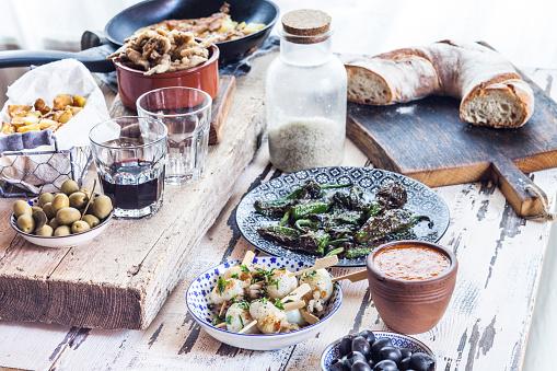 Cephalopod「Grilled sepia, olives, pimientos de padron , Mojo sauce, patatas bravas, tortilla de patate, boquerones fritos, vino and bread」:スマホ壁紙(11)