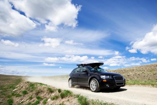 Dirt Road「Car speeding down dirt road.」:スマホ壁紙(9)