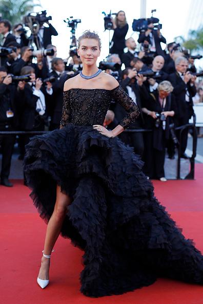 到着「'120 Beats Per Minute (120 Battements Par Minute)' Red Carpet Arrivals - The 70th Annual Cannes Film Festival」:写真・画像(9)[壁紙.com]