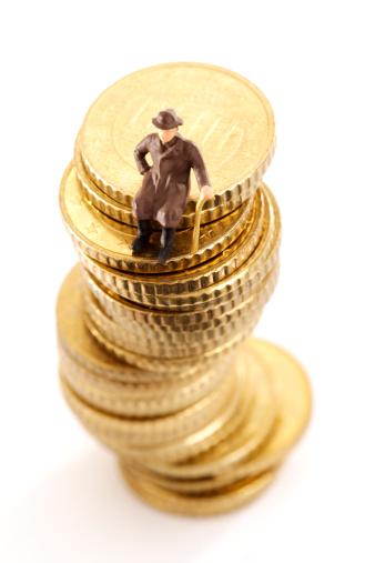 Rehearsal「Figurine, old man, sitting on pile of coins」:スマホ壁紙(19)