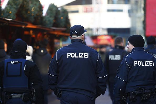 Germany「Berlin Christmas Markets Reopen Following Apparent Terror Attack」:写真・画像(9)[壁紙.com]