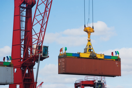 Unloading「Crane lifting shipping container」:スマホ壁紙(19)