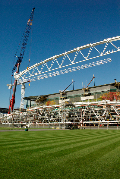 Event「Crane lifting roof truss on to Centre Court, All England Lawn Tennis Club, Wimbledon, London, UK, 2008」:写真・画像(1)[壁紙.com]