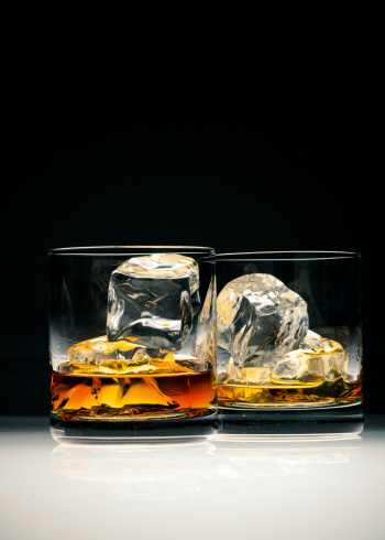 Drinking「Whiskey in glass with ice」:スマホ壁紙(10)