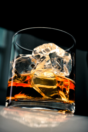 Drinking「Whiskey in glass with ice」:スマホ壁紙(12)