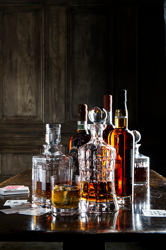 Decanter「Whiskey in crystal decanters」:スマホ壁紙(0)