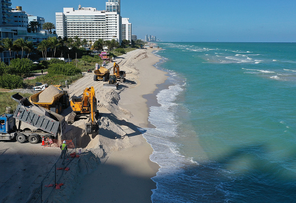 Sand「61,000 Tons Of Sand To Be Dumped On Miami Beach To Counter Rising Sea Levels」:写真・画像(10)[壁紙.com]