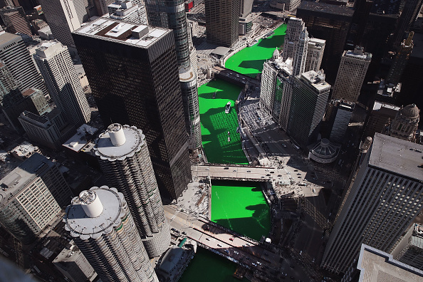 Green Color「Chicago River Is Colored Green To Celebrate St. Patrick's Day」:写真・画像(7)[壁紙.com]