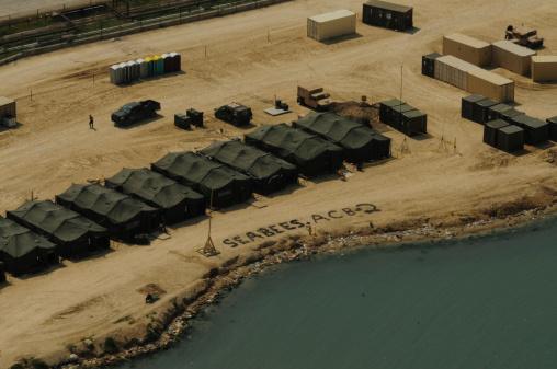 Tent「An aerial view of the White Beach logistical compound in Port-au-Prince, Haiti.」:スマホ壁紙(17)