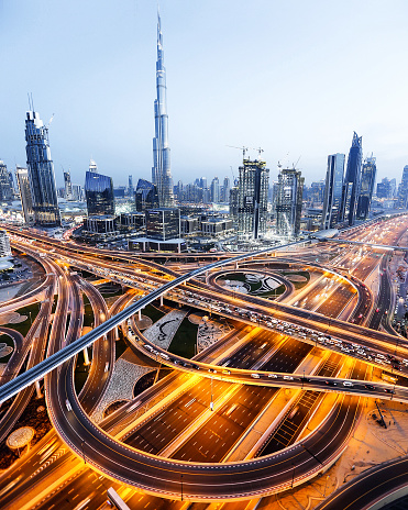 Elevated Road「An aerial view of the Burj Khalifa and highway in Dubai」:スマホ壁紙(8)
