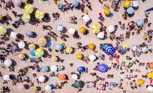 Beach「A Sunny Sunday at Recreio and Reserva Beaches and Piscinão de Ramos Amidst High Numbers of Infected People by the Coronavirus (COVID - 19)」:写真・画像(17)[壁紙.com]