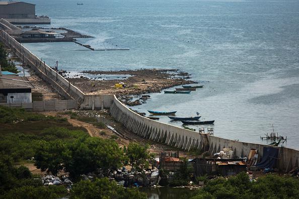 Jakarta「Indonesia Tackles Rising Waters At Jakarta's Sinking City」:写真・画像(5)[壁紙.com]