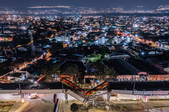 Mexico City「Metro Bridge Collapses in Mexico City」:写真・画像(0)[壁紙.com]