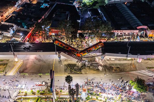 Mexico City「Metro Bridge Collapses in Mexico City」:写真・画像(4)[壁紙.com]