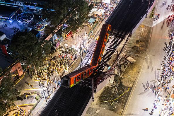 Mexico City「Metro Bridge Collapses in Mexico City」:写真・画像(2)[壁紙.com]