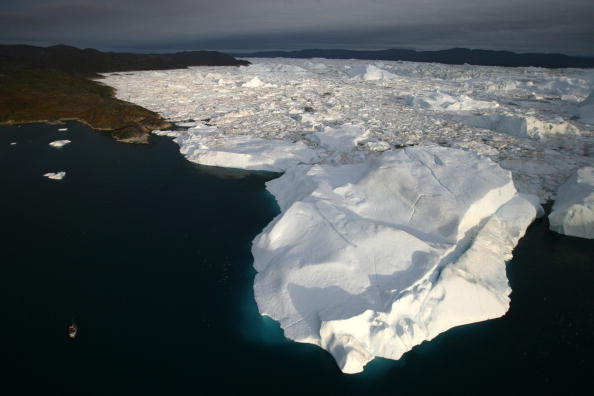 Iceberg - Ice Formation「Greenland Ice-Cap Draws Global Warming Tourists」:写真・画像(5)[壁紙.com]
