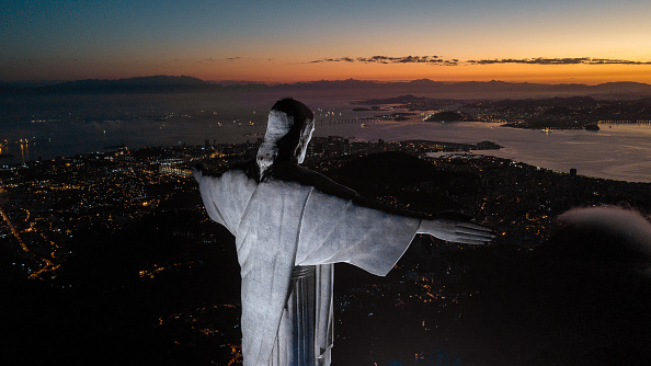 Religion「A Mass is Celebrated on Fathers' Day at the Christ the Redeemer to Pay Homage to the Fatal Victims of COVID - 19」:写真・画像(5)[壁紙.com]