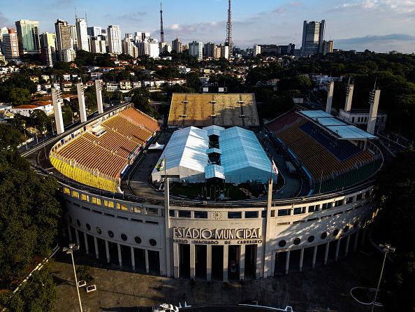 Stadium「Sao Paulo State Governor Joao Doria Visits the Pacaembu Field Hospital Being Build Due to the  Coronavirus (COVID - 19) Pandemic」:写真・画像(3)[壁紙.com]
