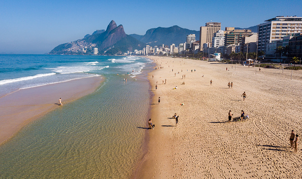 Beach「First Sunday in Rio as The Mayor Has Lifted Most Of The Restrictions Amidst the Coronavirus (COVID - 19) Pandemic」:写真・画像(14)[壁紙.com]